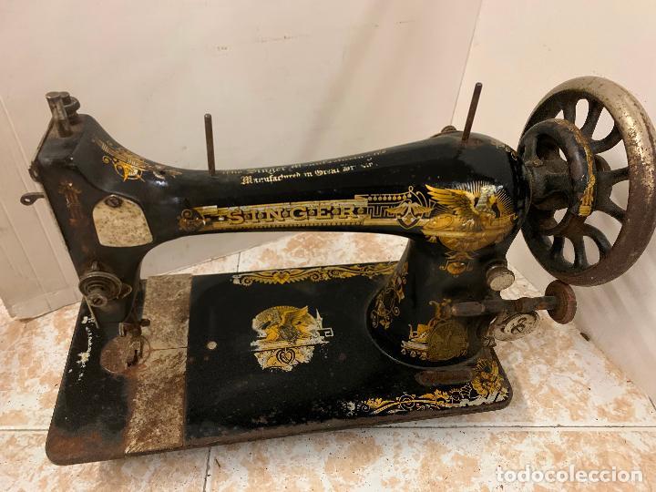 Antigüedades: Antigua maquina de coser SINGER, modelo antiguo. Ideal para decoracion, leer mas... - Foto 4 - 218234150