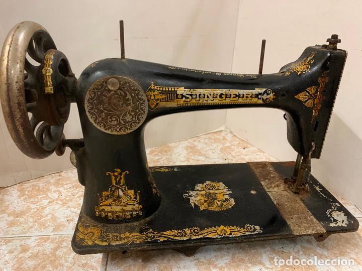 Antigüedades: Antigua maquina de coser SINGER, modelo antiguo. Ideal para decoracion, leer mas... - Foto 7 - 218234150