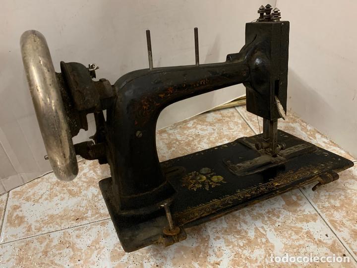 Antigüedades: Antigua maquina de coser WERTHEIM, modelo antiguo, con aplicaciones de nacar, original - Foto 7 - 218235802