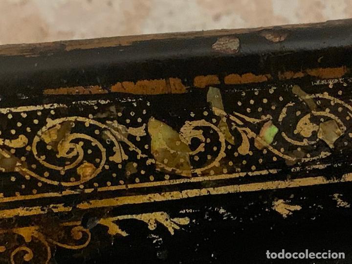 Antigüedades: Antigua maquina de coser WERTHEIM, modelo antiguo, con aplicaciones de nacar, original - Foto 9 - 218235802