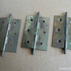 Antigüedades: LOTE 3 BISAGRAS ANTIGUAS DE ARMARIO O PUERTA. Lote 218285395