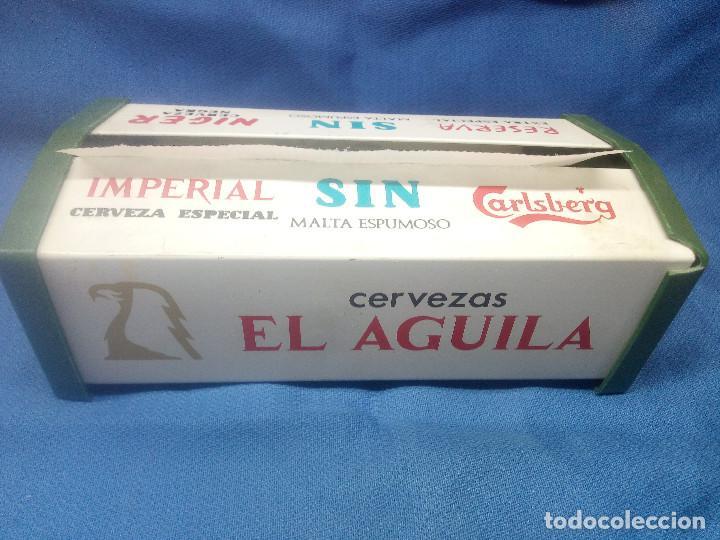Antigüedades: ANTIGUO SERVILLETERO DE METAL CERVEZAS EL AGUILA CON SERVILLETAS DEL BAR MOLINA ( ALICANTE ) 1960. - Foto 2 - 218291363