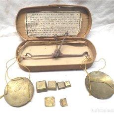 Antigüedades: BALANZA JOYERO PESAR MONEDAS, EN CAJA Y 6 PONDERALES. Lote 218296661