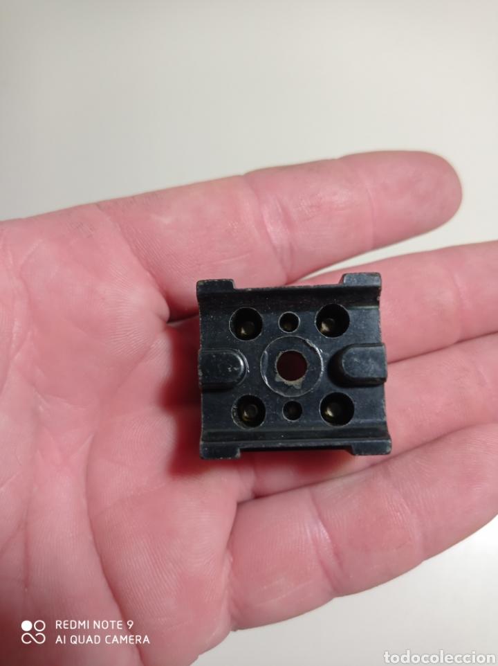 Antigüedades: Antigua caja de fichas de conexión de baquelita, marca Standard Eléctrica. Nuevas en su caja. - Foto 5 - 218319405
