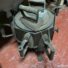 Antigüedades: LOTE CALENTADOR DE PLANCHAS Y 8 PLANCHAS DE HIERRO. Lote 218332767