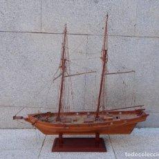 Antigüedades: MAQUETA DE BARCO VELERO, TRABAJO ARTESANAL. Lote 218380888