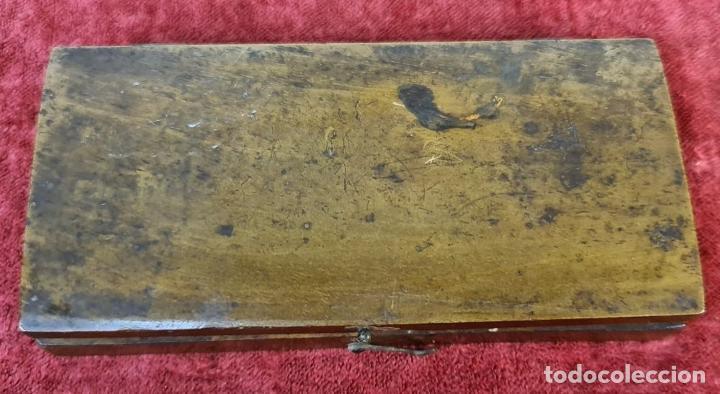 Antigüedades: BALANZA QUILATERA. LATÓN. PONDERALES EN BRONCE. CAJA ORIGINAL. SIGLO XIX. - Foto 6 - 218479088