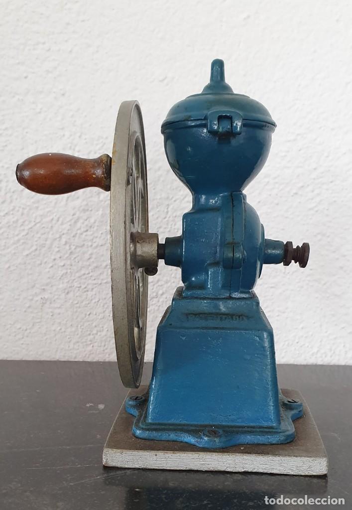 Antigüedades: MOLINILLO DE CAFE, RUEDA LATERAL, AÑOS 30. - Foto 3 - 218482738