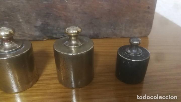 Antigüedades: JUEGO DE 6 PESAS MARCA CIMAS, VALENCIA - DE 100 GRAMOS A 1 KILO EN SU EXPOSITOR DE MADERA - Foto 2 - 218515901