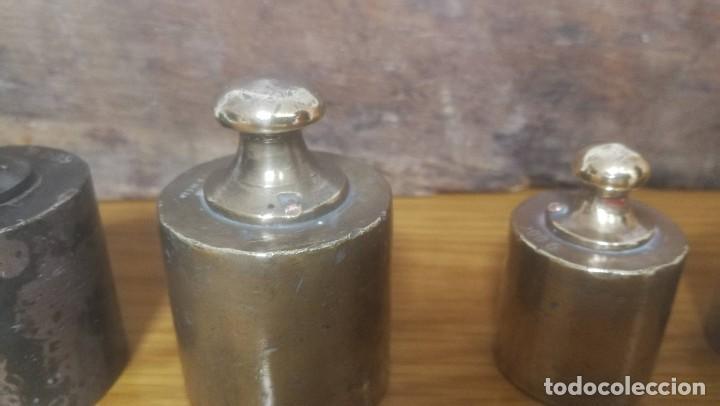 Antigüedades: JUEGO DE 6 PESAS MARCA CIMAS, VALENCIA - DE 100 GRAMOS A 1 KILO EN SU EXPOSITOR DE MADERA - Foto 3 - 218515901