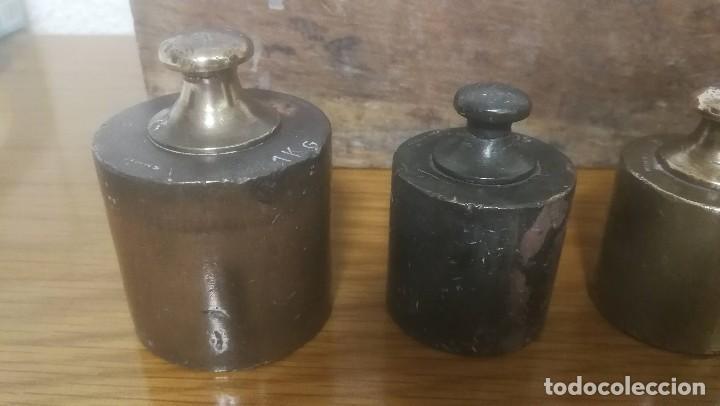 Antigüedades: JUEGO DE 6 PESAS MARCA CIMAS, VALENCIA - DE 100 GRAMOS A 1 KILO EN SU EXPOSITOR DE MADERA - Foto 4 - 218515901