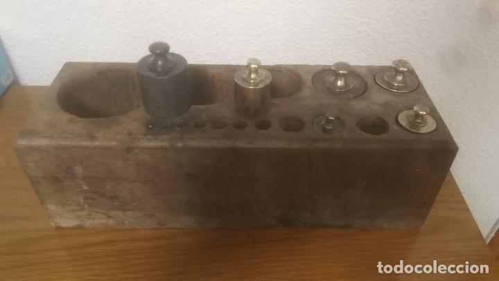 Antigüedades: JUEGO DE 6 PESAS MARCA CIMAS, VALENCIA - DE 100 GRAMOS A 1 KILO EN SU EXPOSITOR DE MADERA - Foto 11 - 218515901