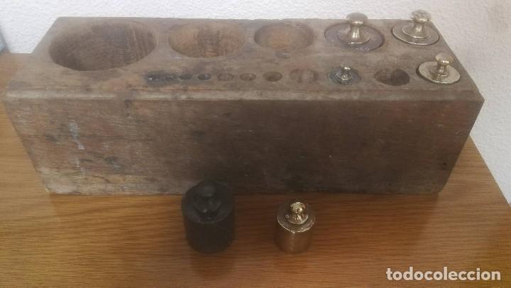 Antigüedades: JUEGO DE 6 PESAS MARCA CIMAS, VALENCIA - DE 100 GRAMOS A 1 KILO EN SU EXPOSITOR DE MADERA - Foto 12 - 218515901