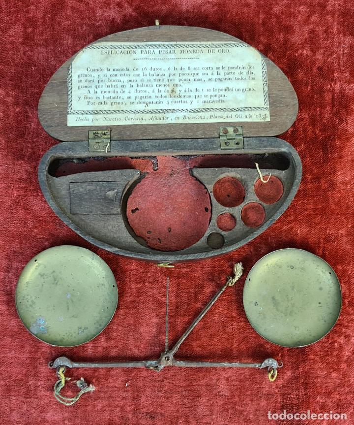BALANZA QUILATERA. LATÓN. FALTAN LOS PONDERALES. CAJA NO ORIGINAL. 1830. (Antigüedades - Técnicas - Medidas de Peso - Balanzas Antiguas)