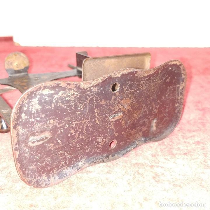 Antigüedades: MÁQUINA DE COSER DE VIAJE. METAL ESMALTADO. ESPAÑA. SIGLO XIX - Foto 4 - 218603737