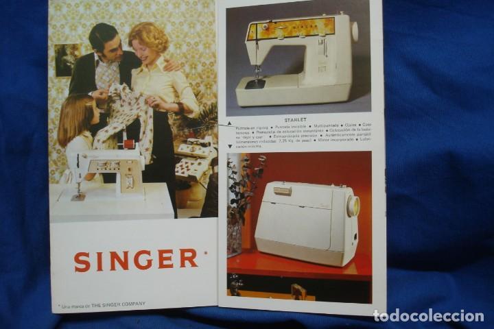 CATÁLOGO SINGER DESPLEGABLE DE 1975 (Antigüedades - Técnicas - Máquinas de Coser Antiguas - Singer)