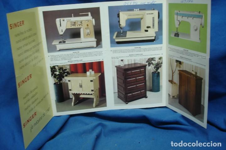 Antigüedades: CATÁLOGO SINGER DESPLEGABLE DE 1975 - Foto 2 - 218638912