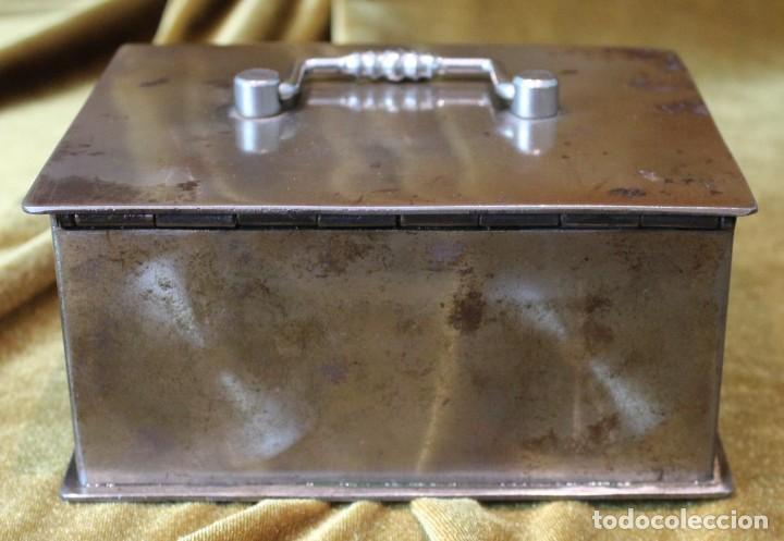 Antigüedades: Caja caudales acero, con su llave, 16 x 13 cm - Foto 2 - 218639827
