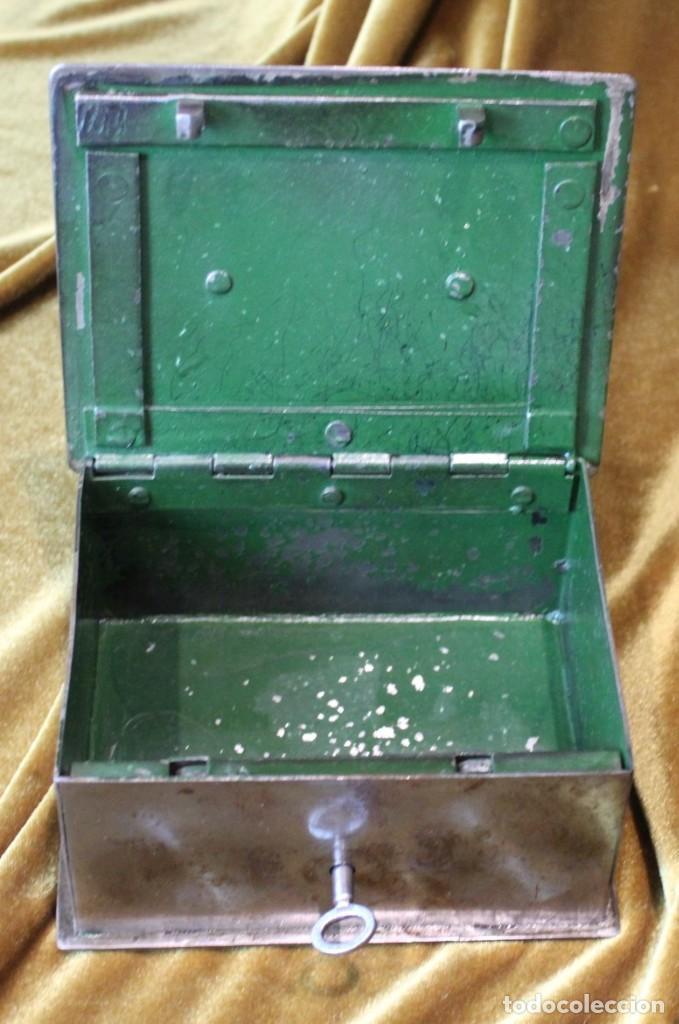 Antigüedades: Caja caudales acero, con su llave, 16 x 13 cm - Foto 4 - 218639827