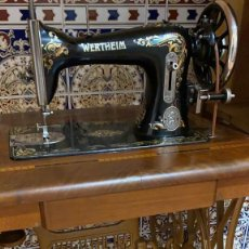 Antiquités: MAQUINA DE COSER ANTIGUA WERTHEIM EN PERFECTO ESTADO Y CON SU TAPA ORIGINAL. Lote 218690607