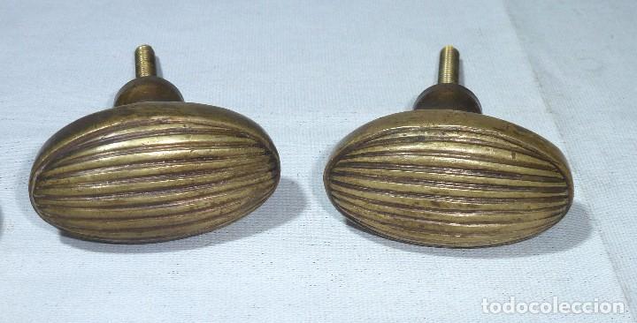 2 POMOS OVALADOS TIRADOR DE PUERTA EN BRONCE MACIZO.6 X 3.5 CM. (Antigüedades - Técnicas - Cerrajería y Forja - Tiradores Antiguos)