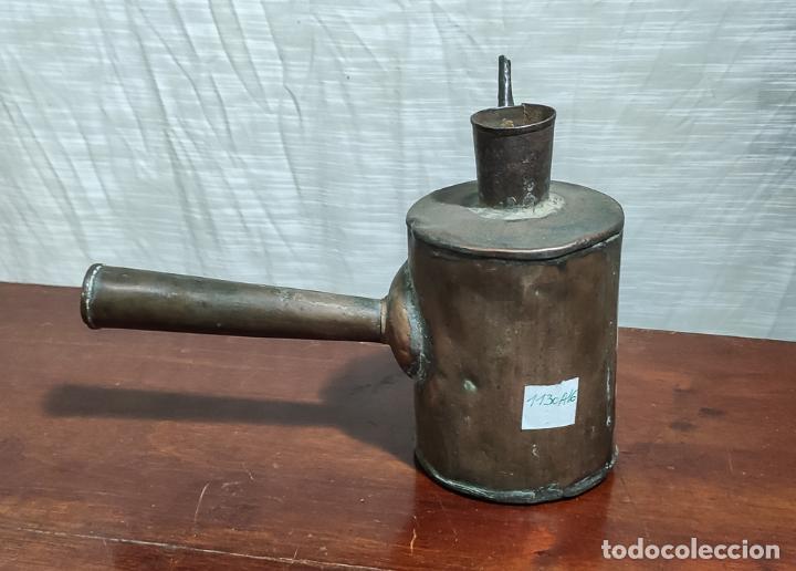 Antigüedades: RARA ACEITERA DE COBRE PARA MÁQUINA, INDUSTRIAL - Foto 2 - 218802358