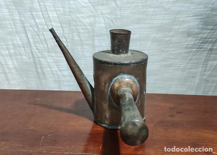 Antigüedades: RARA ACEITERA DE COBRE PARA MÁQUINA, INDUSTRIAL - Foto 3 - 218802358