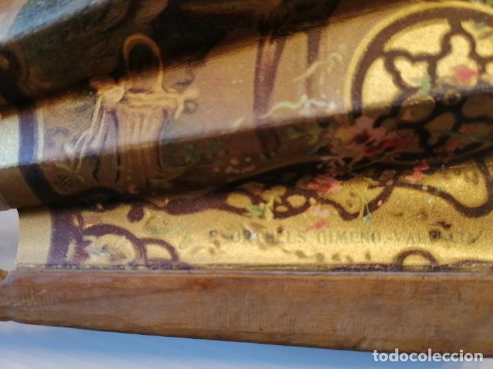 Antigüedades: ABANICO DE PUBLICIDAD MÁQUINAS DE COSER SINGER- FIRMADO ORTELLS GIMENO VALENCIA - AÑOS 20 - Foto 3 - 218926712