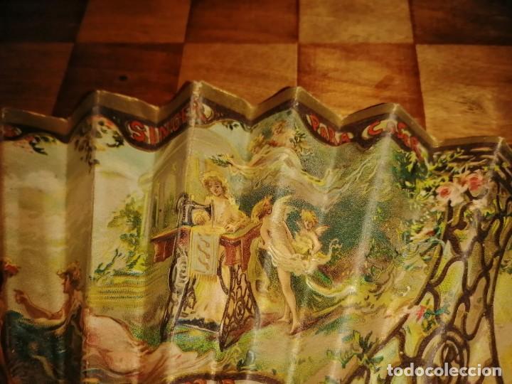 Antigüedades: ABANICO DE PUBLICIDAD MÁQUINAS DE COSER SINGER- FIRMADO ORTELLS GIMENO VALENCIA - AÑOS 20 - Foto 8 - 218926712