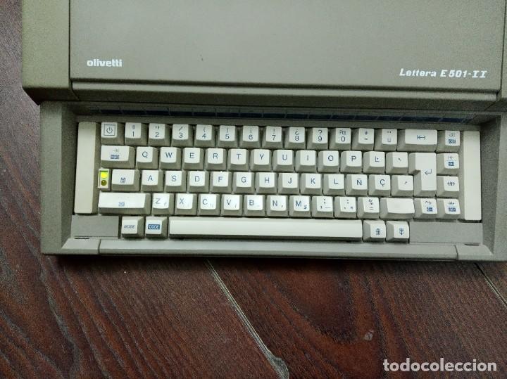 Antigüedades: Máquina de escribir Olivetti Lettera E501-II - Foto 4 - 219001892