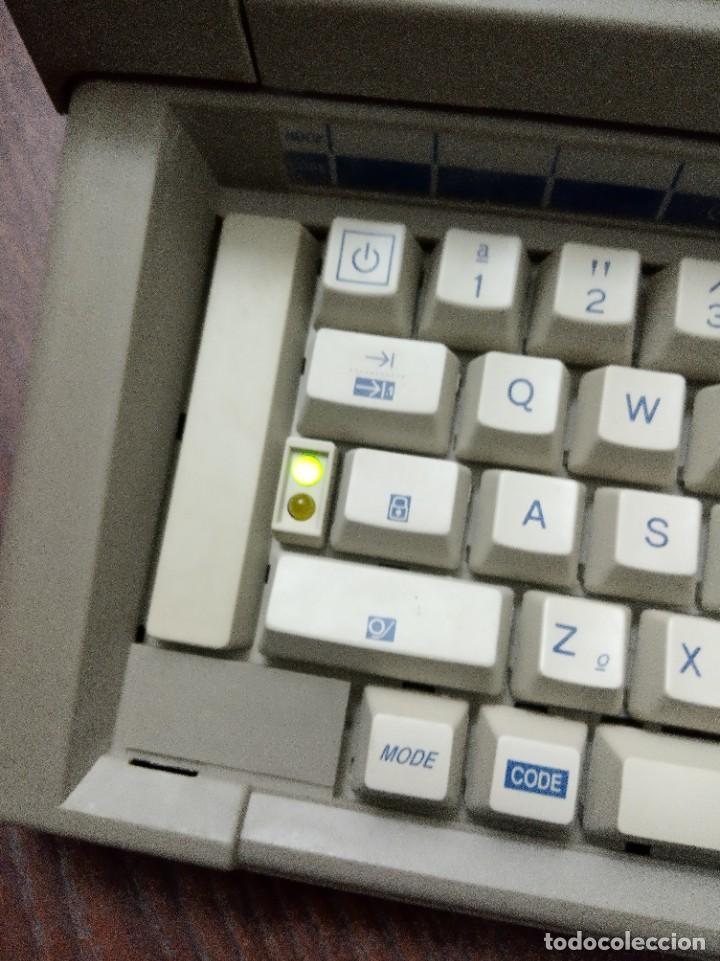 Antigüedades: Máquina de escribir Olivetti Lettera E501-II - Foto 6 - 219001892