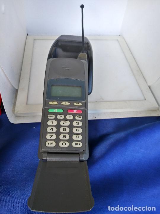 TELEFONO MOTOROLA MICROTAC DÚO CON CARGADOR (Antigüedades - Técnicas - Teléfonos Antiguos)