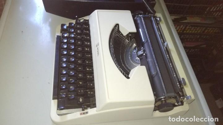 MAQUINA ESCRIBIR ROYAL CON SU ESTUCHE MALETIN (Antigüedades - Técnicas - Máquinas de Escribir Antiguas - Royal)