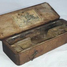 Antigüedades: CAJA DE MADERA DE BALANZA DE MANO DE JOSE MENAYA , REFINADOR DE PESOS S. XIX - VALENCIA. Lote 219114283