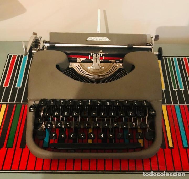 MAQUINA DE ESCRIBIR PATRIA AÑOS 50 (UNA JOYA) (Antigüedades - Técnicas - Máquinas de Escribir Antiguas - Patria)