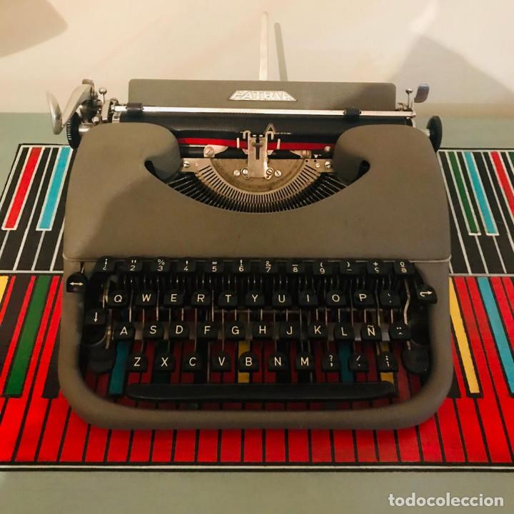 Antigüedades: Maquina de Escribir PATRIA Años 50 (Una Joya) - Foto 2 - 219272303