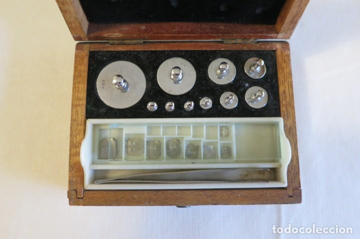 Antigüedades: caja de pesas de precision para balanza de laboratorio - Foto 2 - 219367493