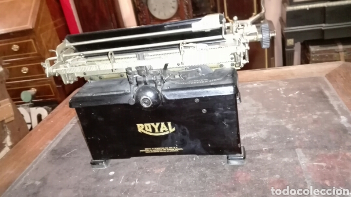 Antigüedades: Maquina de escribir ROYAL - Foto 4 - 219398433