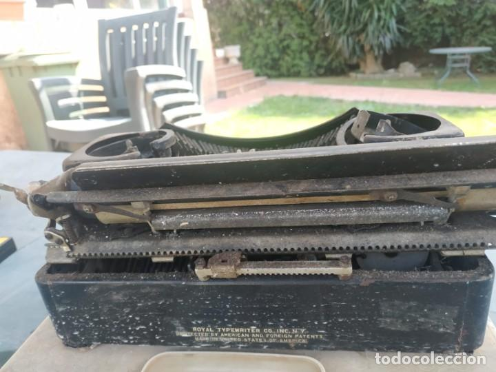 Antigüedades: MAQUINA DE ESCRIBIR ROYAL TYPEWRITER - Foto 4 - 219430406
