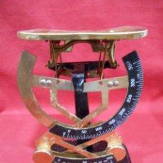 Antiquités: ANTIGUA BALANZA / BASCULA POSTAL - CON ESCALA DOBLE - FRANCESA -. Lote 219480183
