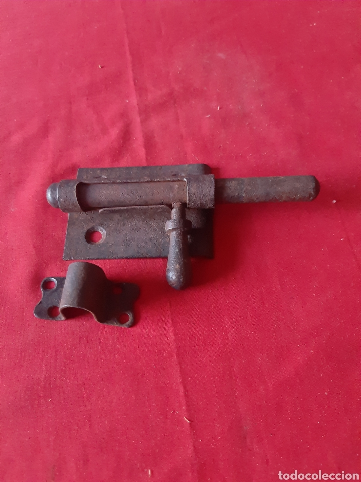 Antigüedades: Cerrojo o pestillo muy antiguo de hierro - Foto 3 - 219890950
