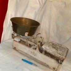 Antiquités: ANTIGUA Y PRECIOSA BASCULA DE 5 KG!. Lote 220246133
