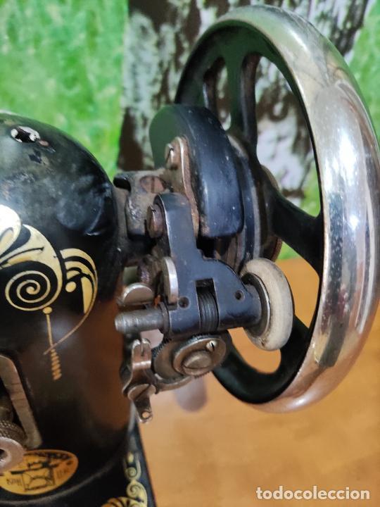 Antigüedades: Antigua maquina de coser marca Köhler - Foto 4 - 220285587