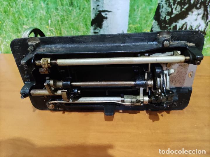 Antigüedades: Antigua maquina de coser marca Köhler - Foto 7 - 220285587