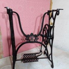 Antigüedades: PATAS DE MAQUINA DE COSER. Lote 220393171