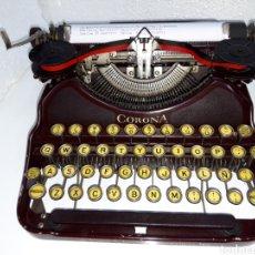 Antigüedades: ANTIGUA MAQUINA DE ESCRIBIR COLOR GRANATE TYPEWRITER. Lote 220565195