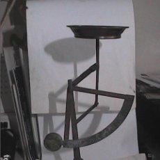 Antigüedades: ANTIGUA BALANZA LATERAL TIPO PESACARTAS CON PLATO DE COBRE. PRINCIPIOS S.XX.. Lote 220639837