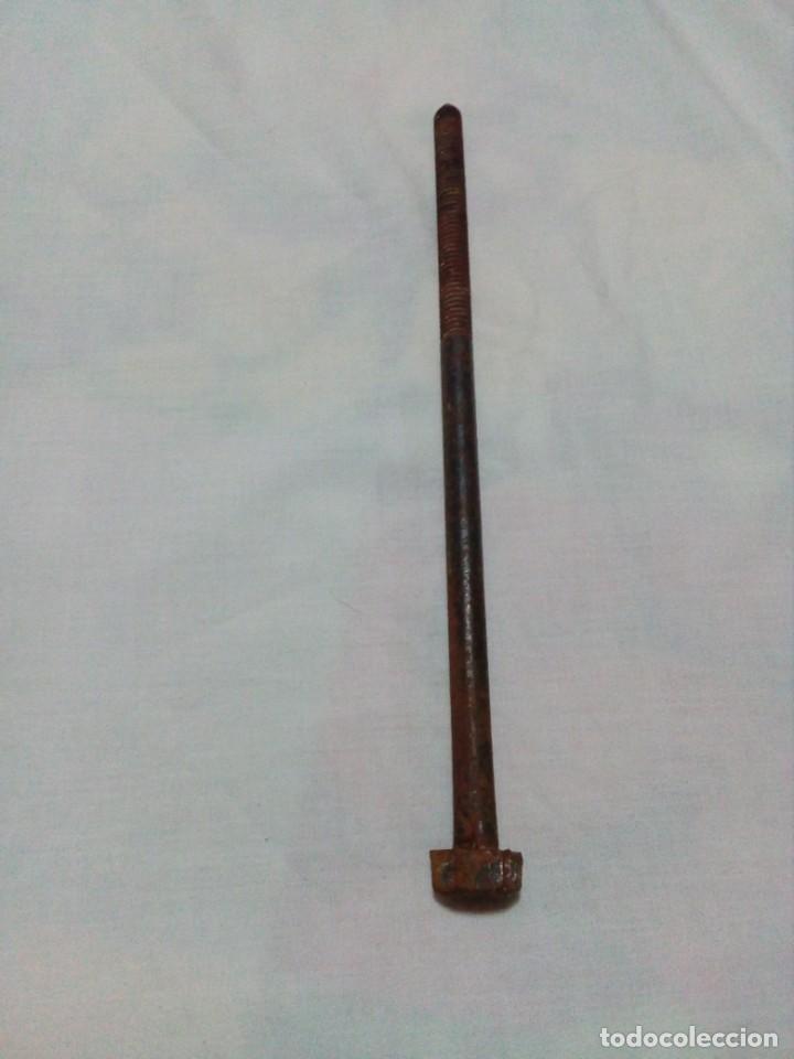 Antigüedades: ANTIGUO TORNILLO 28 CM - Foto 3 - 220671842