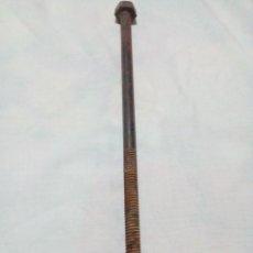 Antigüedades: ANTIGUO TORNILLO 28 CM. Lote 220671842