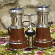 Antigüedades: PRISMATICOS, BINOCULARES DE METAL CROMADO FORADOS EN PIEL. Lote 220726567